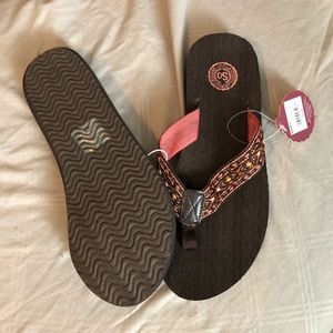 a9a525e6aed7 SO Shoes - NWT Women s SO Flip Flop Sandals Size 7 8